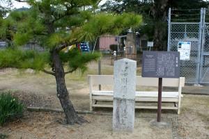弥二郎誕生地の石碑。ど真ん中 ...